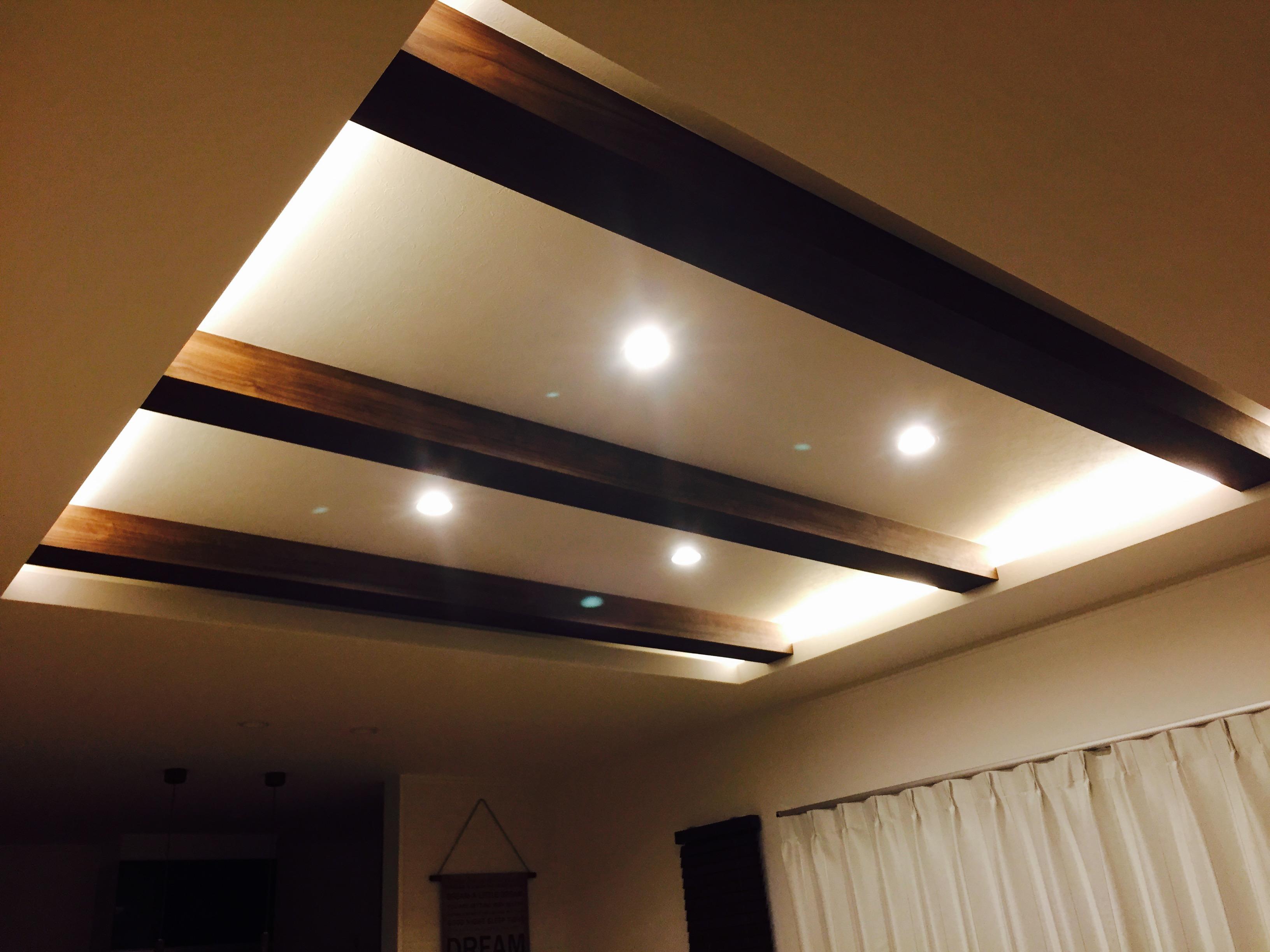 WEB内覧会:リビング~折り上げ天井×見せ梁×間接照明がたまらん!折り上げ天井×見せ梁×間接照明=おしゃれ間接照明は見せ梁に対して垂直方向に付けましたまとめ