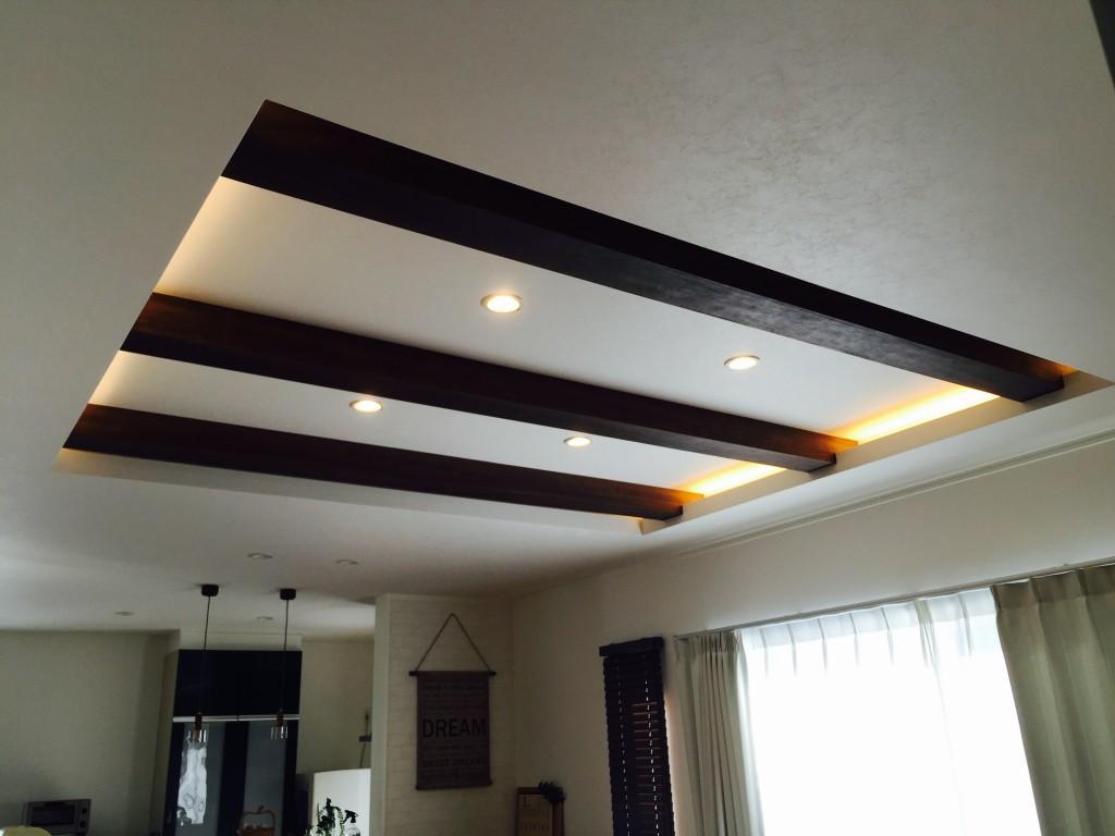 間接照明 折り上げ天井 見せ梁