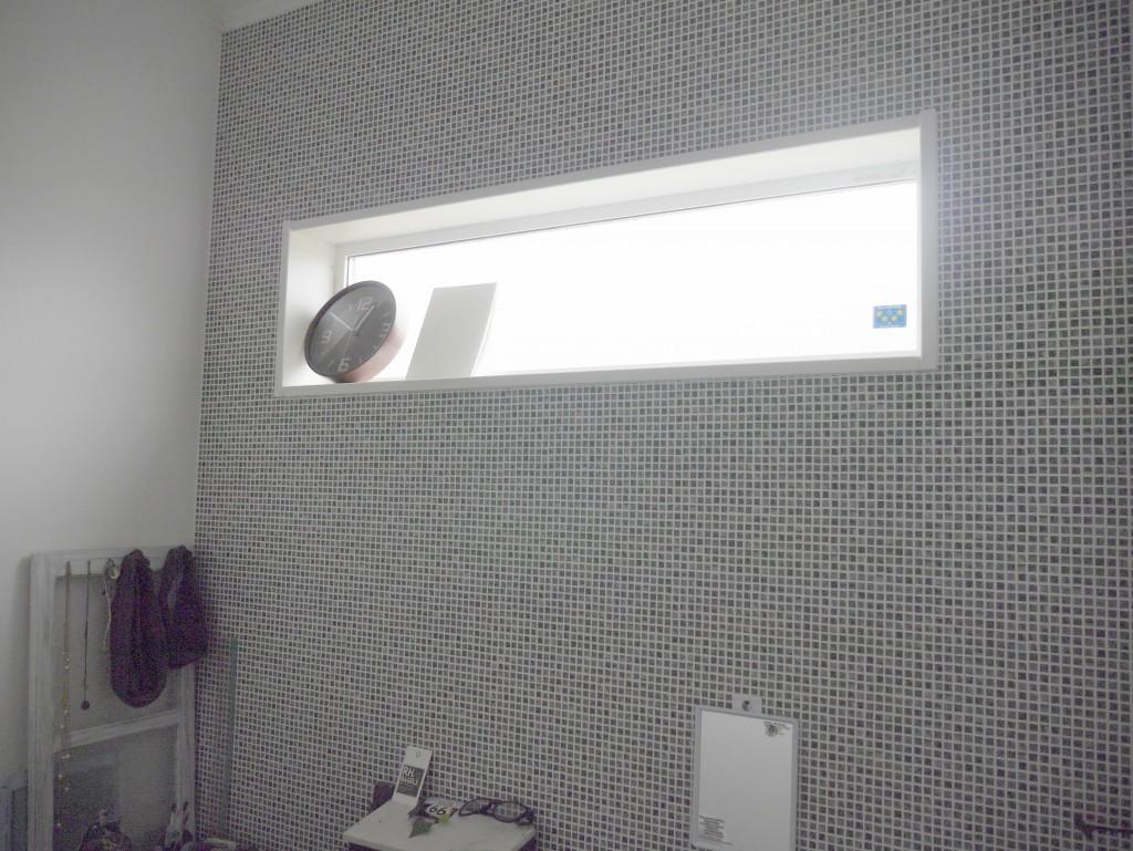 洗面所 家事室 クッションフロア テラコッタ アクセントクロス