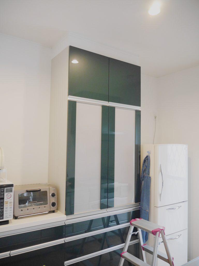 黒板シート キッチン 食器棚 カップボード DIY